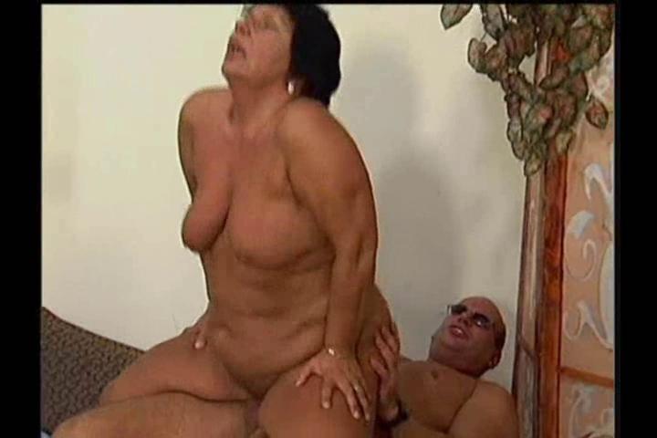 незаметно расстегнул оргазм струной старых женщин вечером