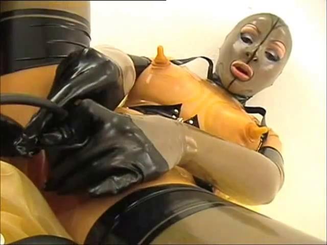 Порнуха в резиновых ботах, фото минета девушка снизу на кровати со спермой во рту