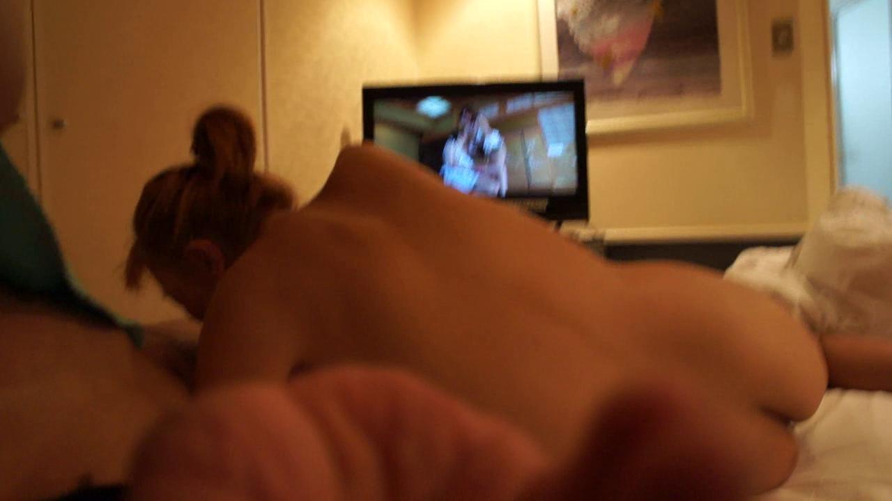 моложе порно дома перед телевизором голых девушек статистика